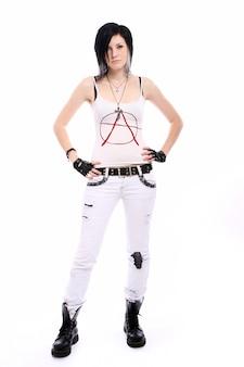 Młoda punkowa dziewczyna