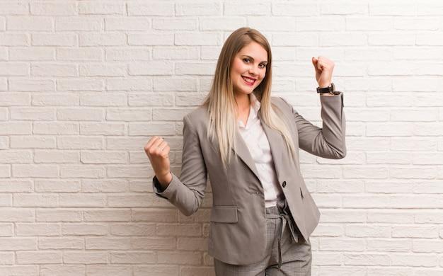 Młoda rosyjska kobieta biznesu, która się nie poddaje