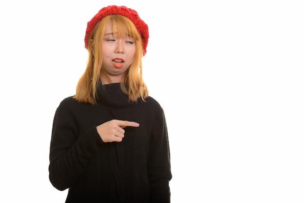 Młoda śliczna Azjatycka Kobieta Szuka Zdenerwowany I Wskazujący Palec Premium Zdjęcia