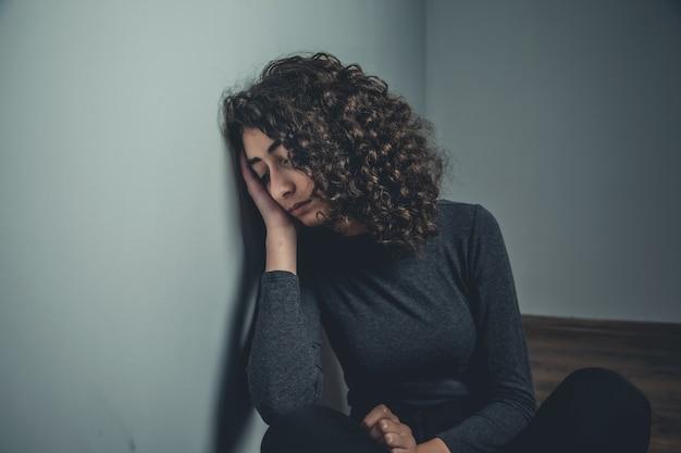 Młoda smutna kobieta