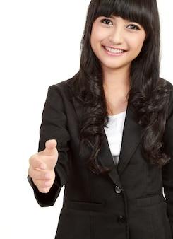 Młoda szczęśliwa biznesowa kobieta daje ręce dla uścisku dłoni