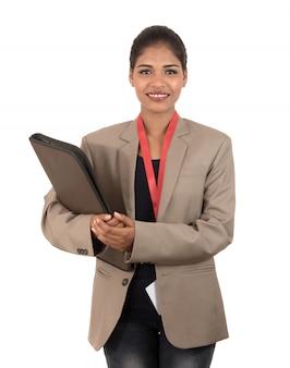 Młoda szczęśliwa biznesowej kobiety mienia falcówka