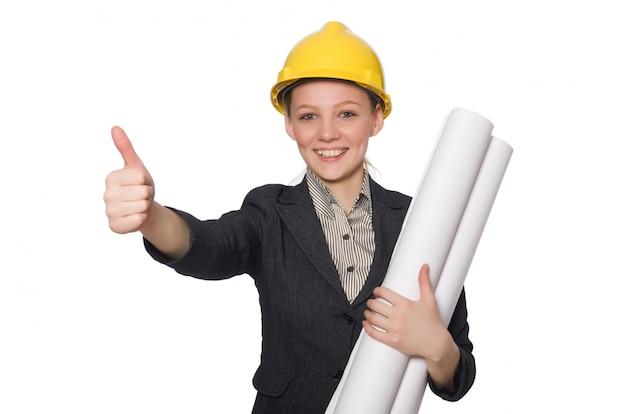 Młody architekt odizolowywający na bielu