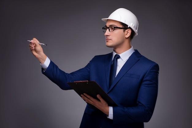 Młody architekt w koncepcji przemysłowej