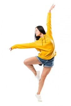 Młody azjatycki tancerz