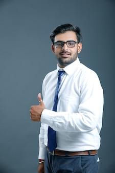Młody biznesmen indyjski