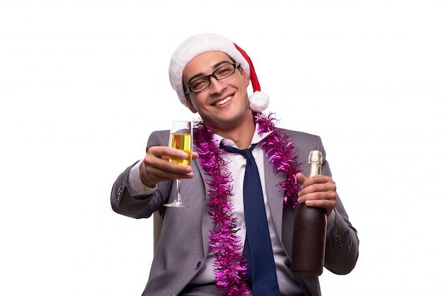 Młody biznesmen świętuje boże narodzenie w biurze