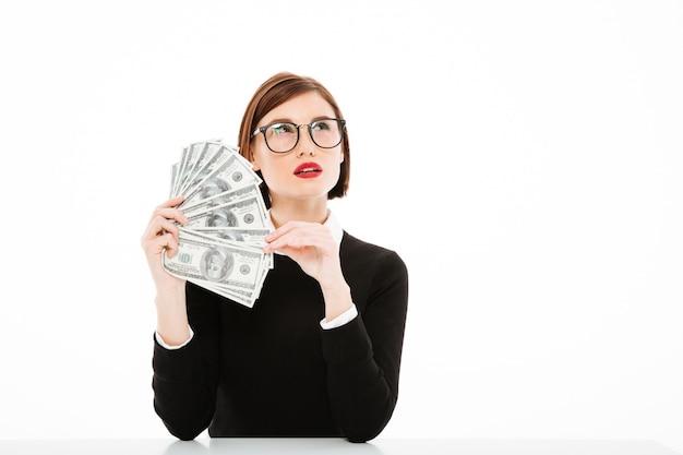 Młody bizneswomanu portret z pieniądze
