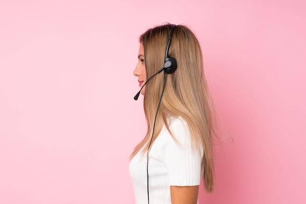 Młody blondynki kobiety tło pracuje z słuchawki