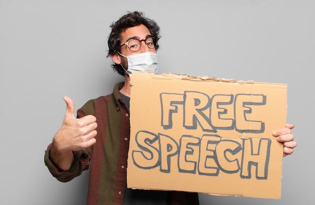 Młody brodaty mężczyzna z medyczną maską i pojęciem wolności słowa