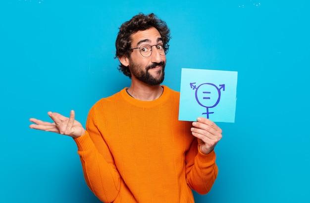 Młody brodaty mężczyzna z tablicą wolności płci