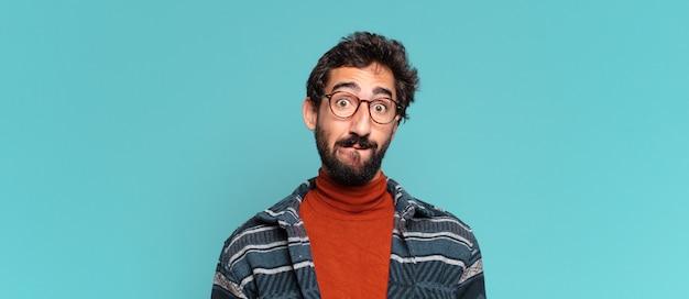 Młody brodaty mężczyzna ze zdezorientowanym wyrazem twarzy