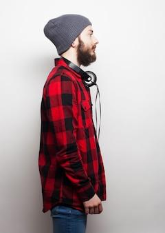 Młody brodaty mężczyzna