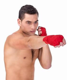 Młody caucasian mężczyzna bokser z czerwonymi bokserskimi rękawiczkami.