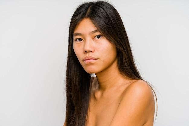 Młody chiński kobiety twarzy zakończenie up odizolowywający