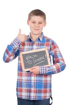 Młody chłopak trzymając łupek na białej przestrzeni