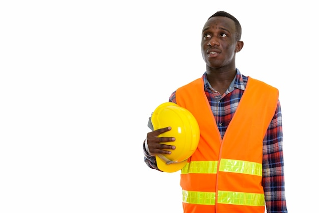 Młody czarny człowiek afrykański pracownik budowlany myślenia