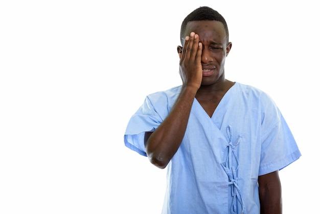 Młody czarny człowiek afryki pacjenta smutny