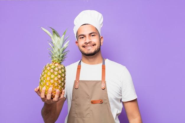 Młody człowiek hiszpanin szczęśliwy wypowiedzi. koncepcja szefa kuchni