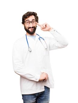 Młody człowiek lekarz posiadający pomysł