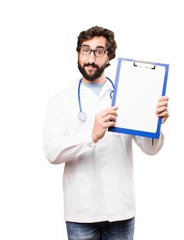 Młody człowiek lekarz z raportem