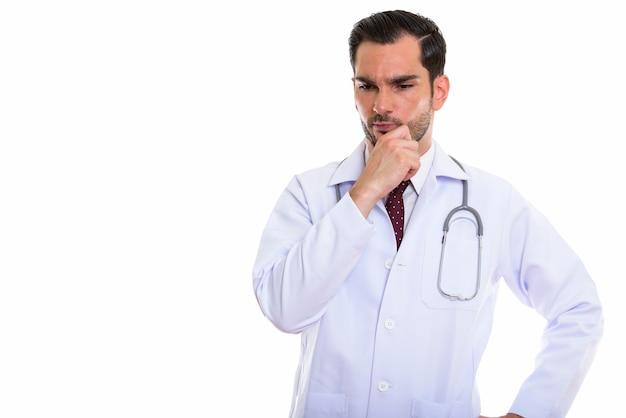 Młody człowiek poważny lekarz myśli