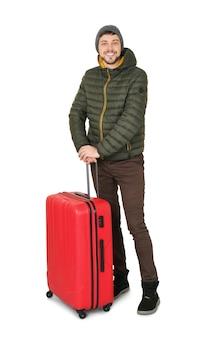 Młody człowiek w ciepłej odzieży z bagażem. gotowy na zimowe wakacje