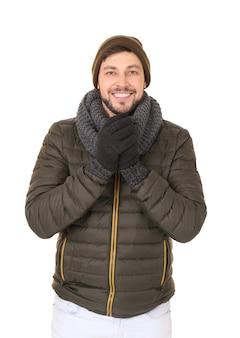 Młody człowiek w ciepłym ubraniu