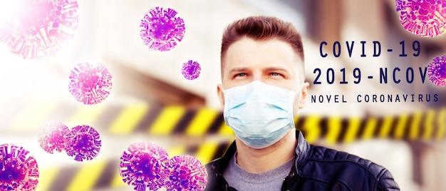 Młody człowiek w sterylnej masce na twarz przed wirusem koronowym.