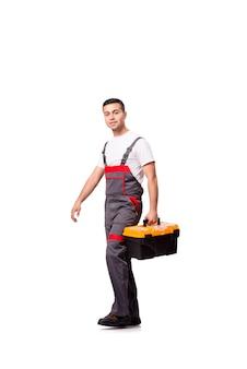 Młody człowiek z toolkit toolbox odizolowywającym na bielu