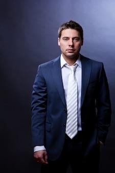 Młody i odnoszący sukcesy biznesmen