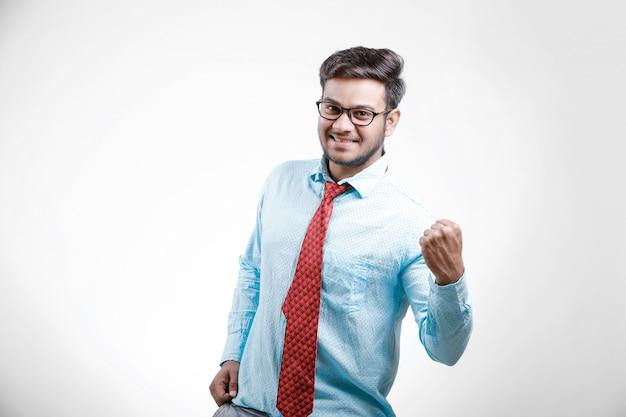 Młody indyjski model mężczyzna