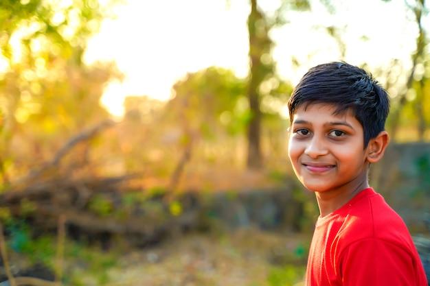 Młody indyjski wiejski dziecko portret