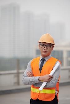 Młody inżynier budowlany