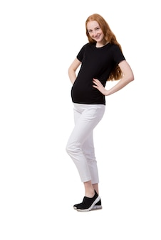 Młody kobieta w ciąży odizolowywający na bielu