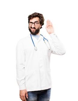 Młody mężczyzna lekarz słuchania
