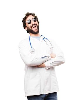 Młody mężczyzna lekarz szczęśliwy wyrażeń