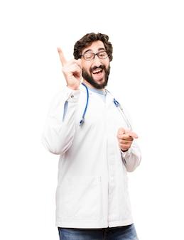 Młody mężczyzna lekarz tańczy