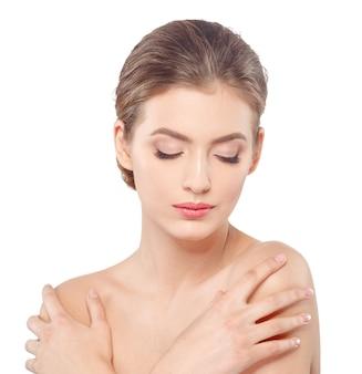 Młody piękny kobiety twarzy portret z zdrową skórą