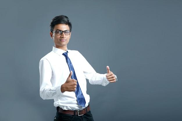 Młody pracownik indyjski