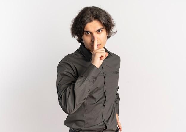 Młody, Przekonany, Przystojny Kaukaski Mężczyzna Gesty Cisza Cichy Znak Darmowe Zdjęcia