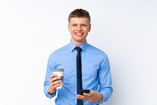 Młody przystojny biznesmen nad odosobnionym białym tłem