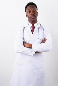 Młody przystojny mężczyzna lekarz przed białym