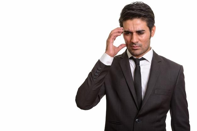 Młody przystojny mężczyzna perski na białym tle