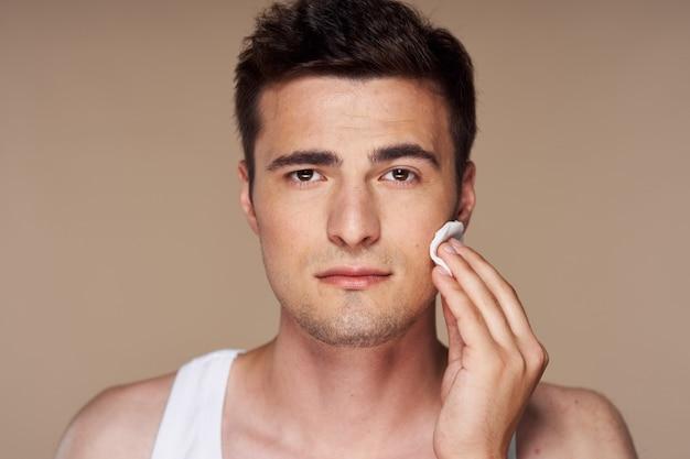 Młody przystojny mężczyzna portret twarz, pielęgnacji skóry