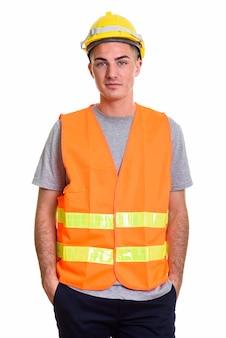 Młody przystojny mężczyzna stojący pracownik budowlany