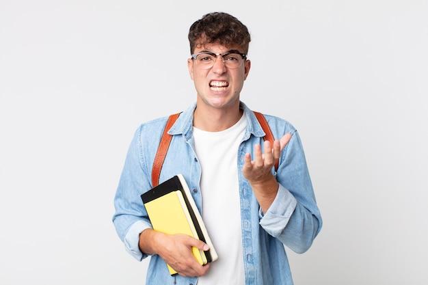 Młody przystojny mężczyzna wyglądający na zdesperowanego, sfrustrowanego i zestresowanego. koncepcja studenta uniwersytetu