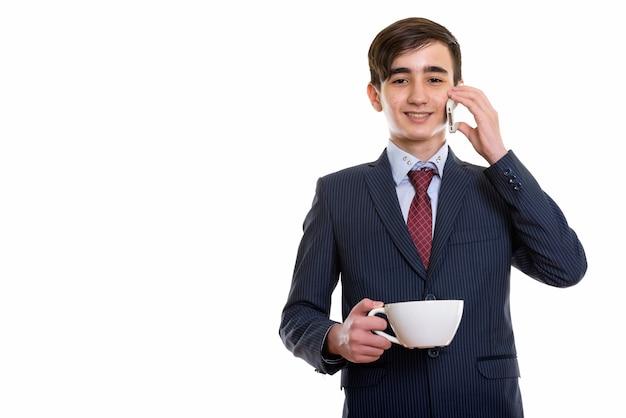 Młody szczęśliwy perski nastoletni biznesmen z uśmiechem