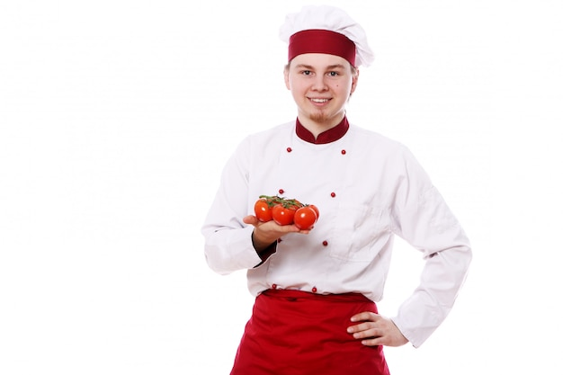 Młody szef kuchni z czerwoną papryką
