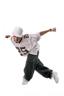 Młody tancerz hip-hop na białym tle